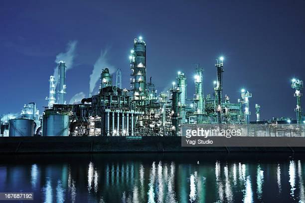 oil refinery at night - 工場 ストックフォトと画像