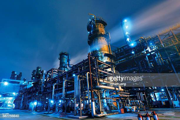 oil refinery, chemical & petrochemical plant - fumo materia foto e immagini stock