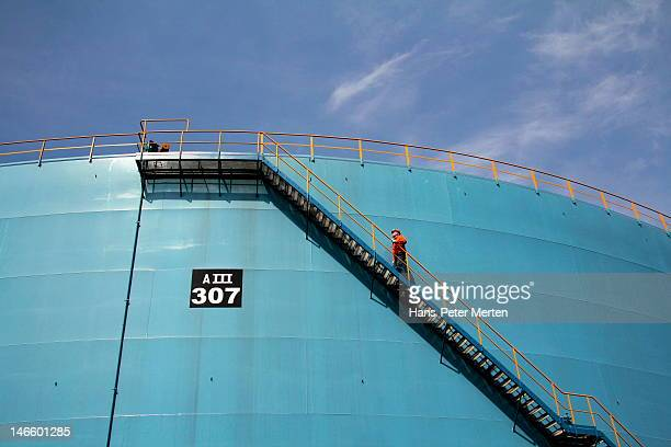 oil refinery, hamburg, germany - oil worker stock pictures, royalty-free photos & images