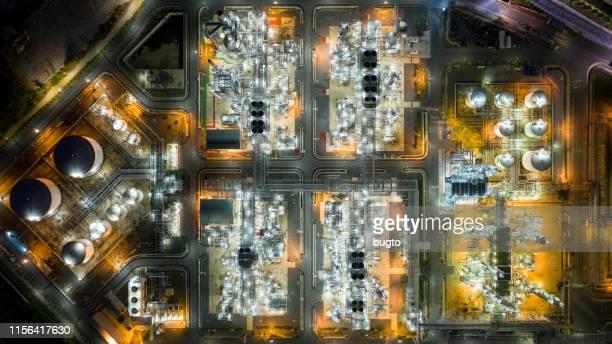 oil refinery - tanque de armazenamento imagens e fotografias de stock