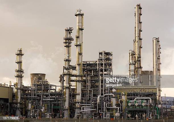 oil refinery - oil refinery stock pictures, royalty-free photos & images