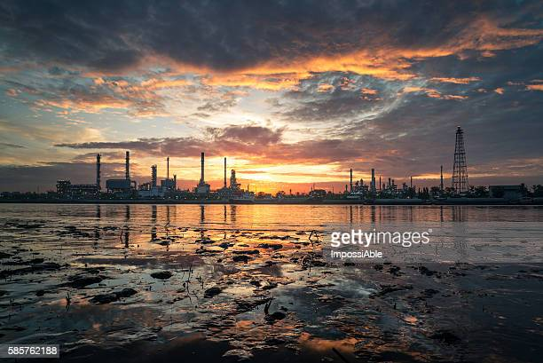 oil refinery - impossiable stock pictures, royalty-free photos & images