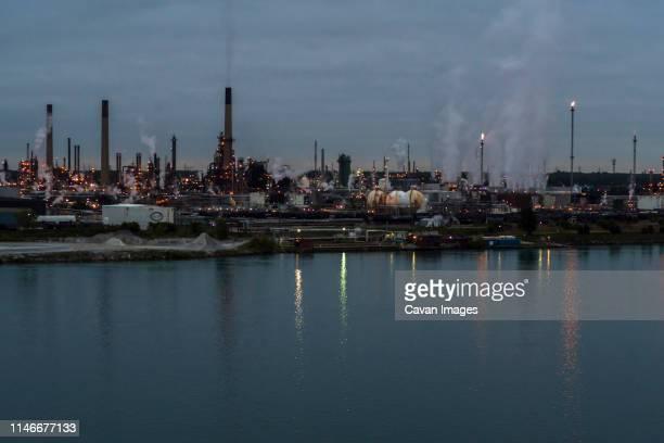 oil refinery, st. clair river, sarnia, ontario, canada - サルニア ストックフォトと画像