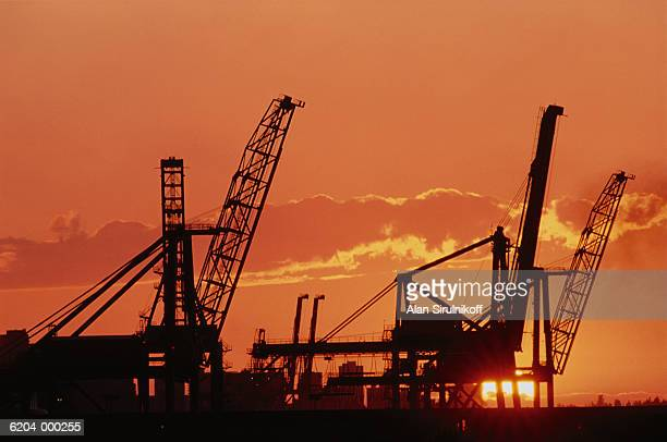 oil rig at sunset - sirulnikoff stock pictures, royalty-free photos & images