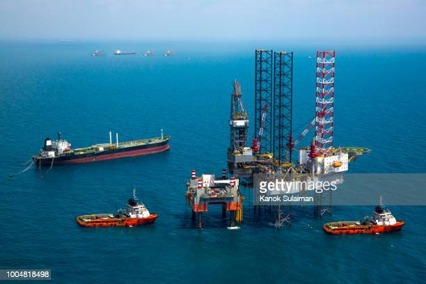 oil rig in the sea - construction platform stock photos and pictures