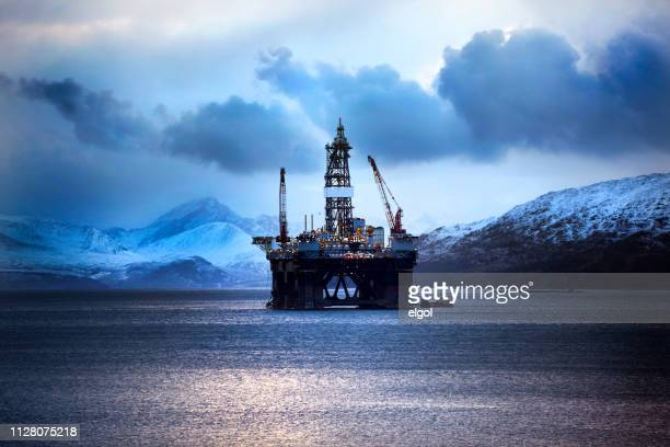 oil rig, kishorn, scottish highlands - marine engineering stock pictures, royalty-free photos & images