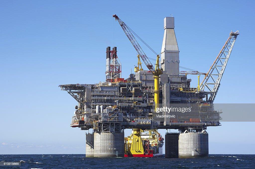 Oil rig : Stock Photo