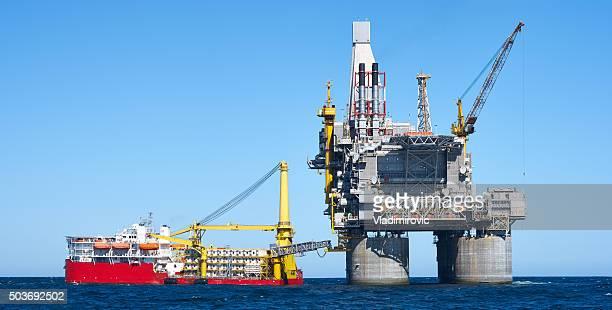 Plataforma petrolífera al mar