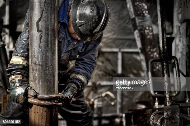 oil rig worker 1.0 - oil stock pictures, royalty-free photos & images