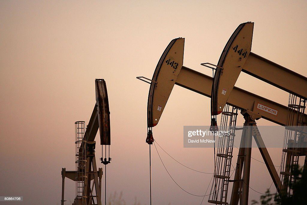 High Oil Prices Continue To Drive Gas Prices Steadily Upwards : News Photo
