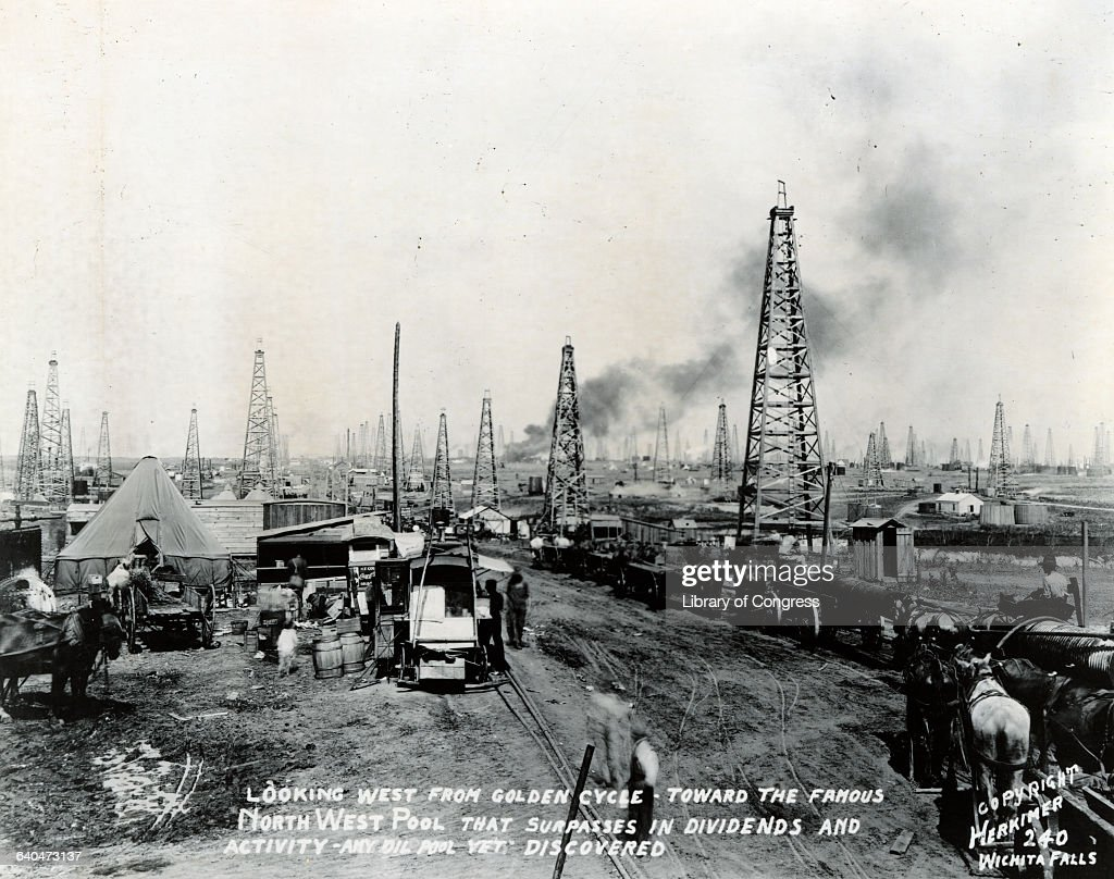 Oil Rigs on Productive Texas Oil Field News Photo - Getty Images