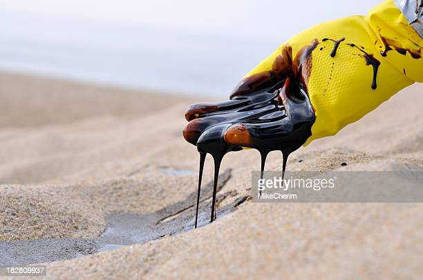 oil spill: heart breaking - oil spill stock pictures, royalty-free photos & images