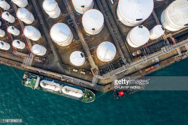 oil storage tank in the port in tsing yi, hong kong - oil refinery stock pictures, royalty-free photos & images
