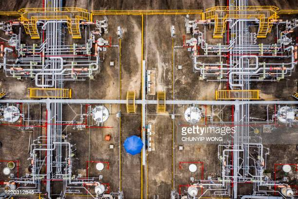 oil storage tank, tsing yi, hong kong - petrochemical plant stock pictures, royalty-free photos & images