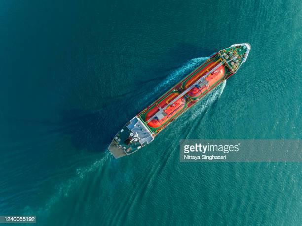 oil tankers running on sea to export, asia, thailand. - parte del cuerpo animal fotografías e imágenes de stock