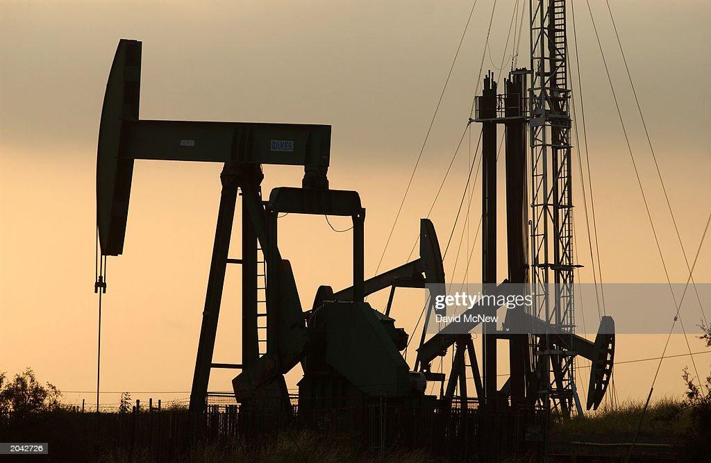 Erin Brockovich Alledges Urban Oil Cancer Danger : News Photo