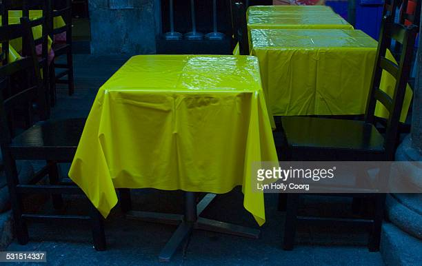 oiled tablecloths in spanish restaurant - lyn holly coorg stock pictures, royalty-free photos & images
