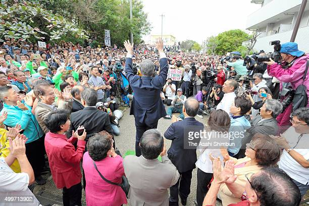 Okinawa Prefecture Governor Takeshi Onaga applauds antiUS base relocation supporters prior to the first hearing at the Fukuoka High Court's Naha...