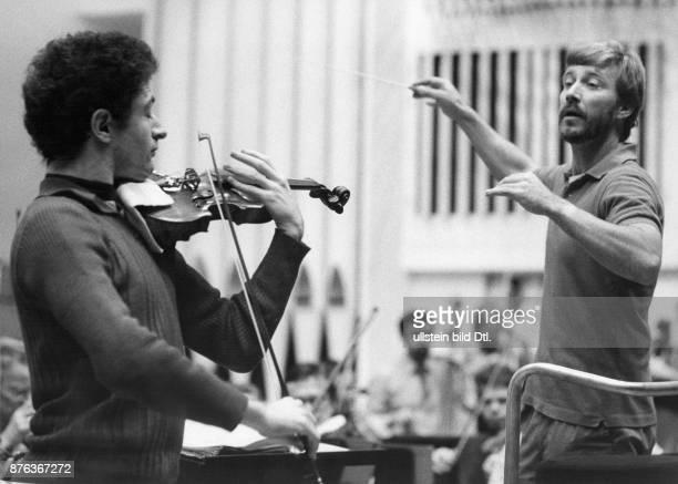 Okko Kamu conductor conducting at the International Jean Sibelius Violin Competition Laureat Illya Kaler