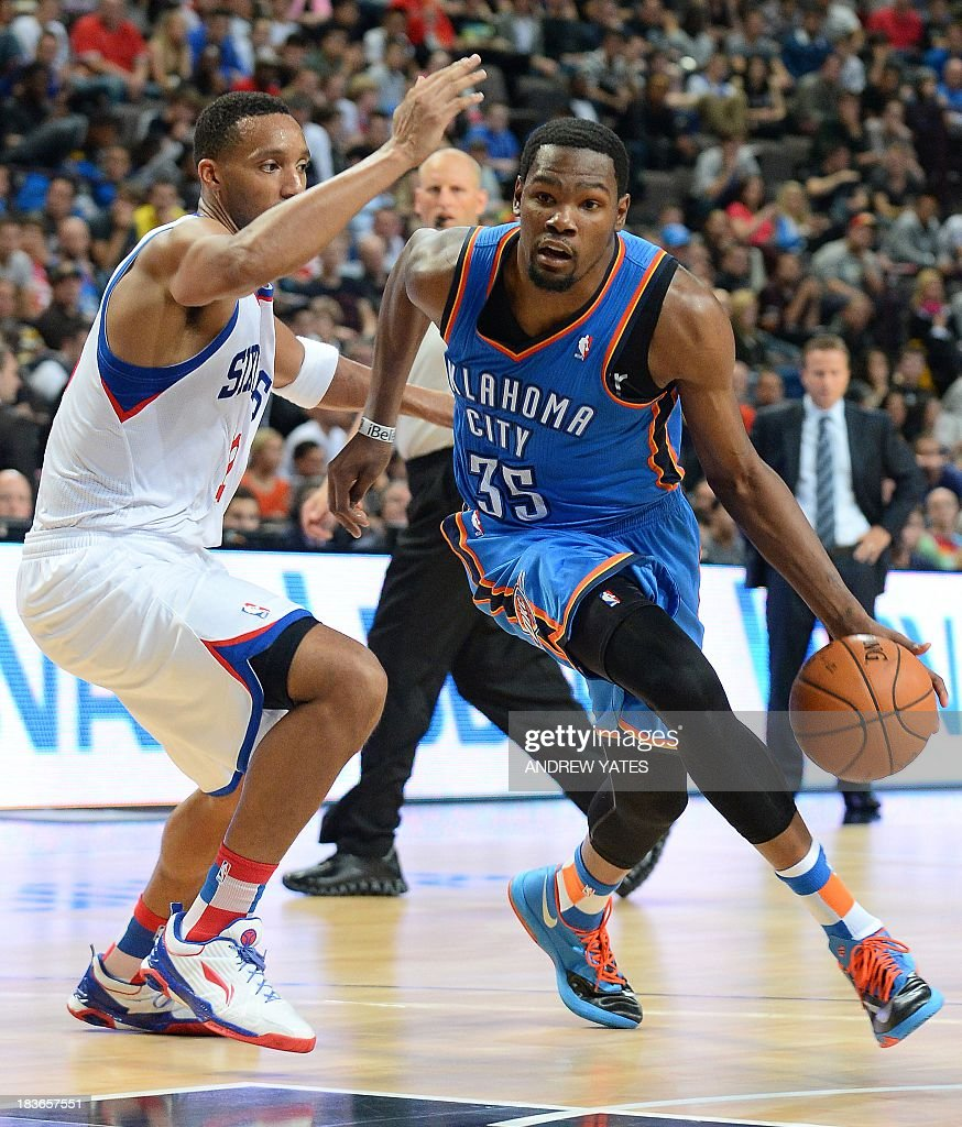 BASKET-NBA-GBR-OKLAHOMA-PHILADELPHIA : News Photo