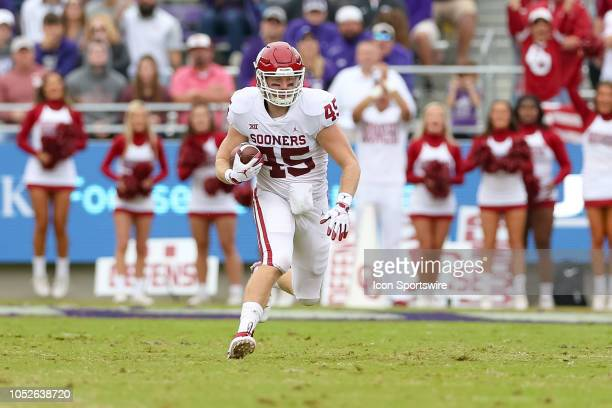 Oklahoma Sooners fullback Carson Meier runs after the catch during the game between the Oklahoma Sooners and TCU Horned Frogs on October 20 2018 at...