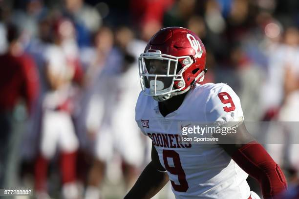 Oklahoma Sooners linebacker Kenneth Murray before the snap in the first quarter of a Big 12 game between the Oklahoma Sooners and Kansas Jayhawks on...