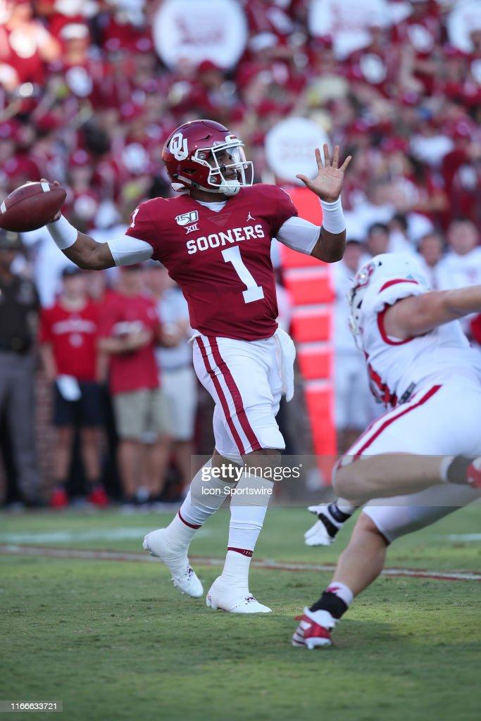 COLLEGE FOOTBALL: SEP 07 South Dakota at Oklahoma : News Photo