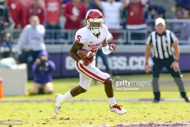 Oklahoma Sooners wide receiver Marquise Brown runs after making a reception during the game between the Oklahoma Sooners and TCU Horned Frogs on...