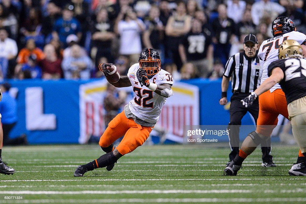 NCAA FOOTBALL: DEC 29 Alamo Bowl - Oklahoma State v Colorado : News Photo