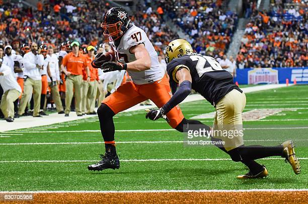 Oklahoma State Cowboys tight end Blake Jarwin scores a 3rd quarter touchdown during the game between the Oklahoma State Cowboys and Colorado...