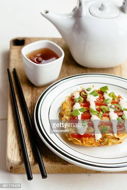 okonomiyaki, japanese cabbage pancake - okonomiyaki stock pictures, royalty-free photos & images