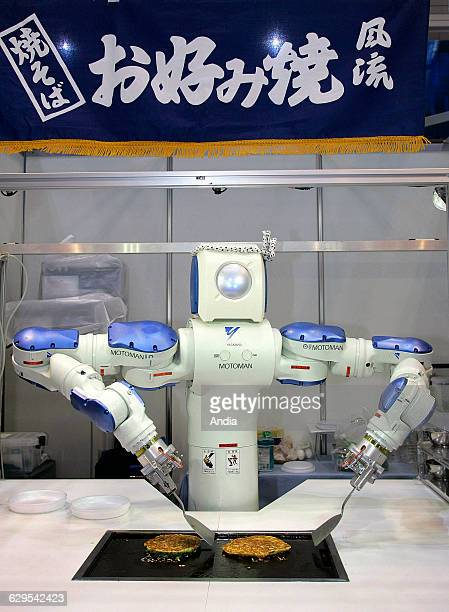 Okonomiyaki Robot at the IInternational Robot Exhibition 2009 in Tokyo