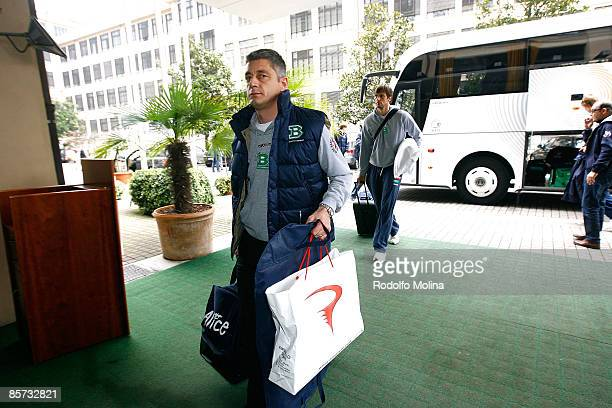 Oktay Mahmuti Head Coach of Benetton Basket Arrival at the Palasport on March 31 2009 in Turin Italy