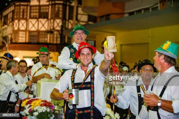 oktoberfest, blumenau - brasil - desfile oficial - cultura alemã - fotografias e filmes do acervo