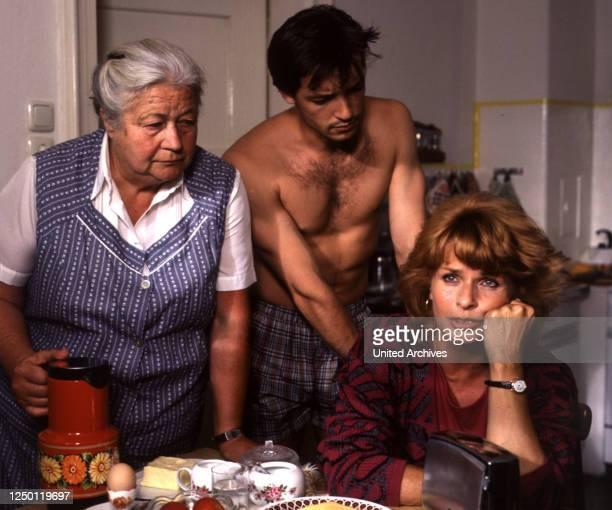 Oktoberfest D 1988 Regie Michael Verhoeven ERIKA WACKERNAGEL MICHAEL ROLL SENTA BERGER