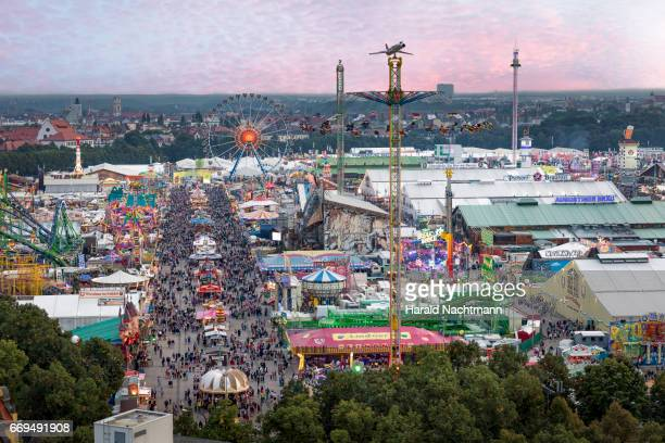 oktoberfest - menschengruppe stock pictures, royalty-free photos & images