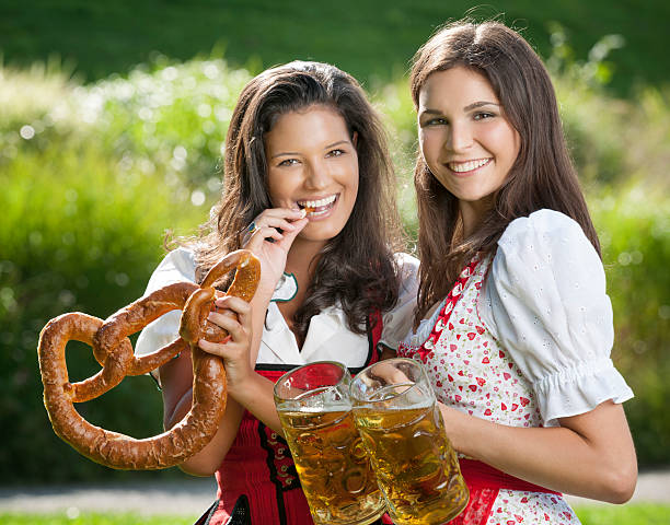 Oktoberfest, les femmes, bretzel et de la bière