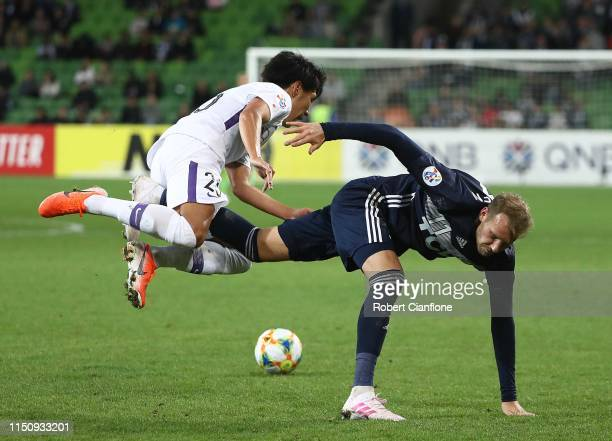 Ola Toivonen of the Victory and Hiroya Matsumoto of Sanfrecce Hiroshima compete for the ball during the AFC Champions League Group Stage match...