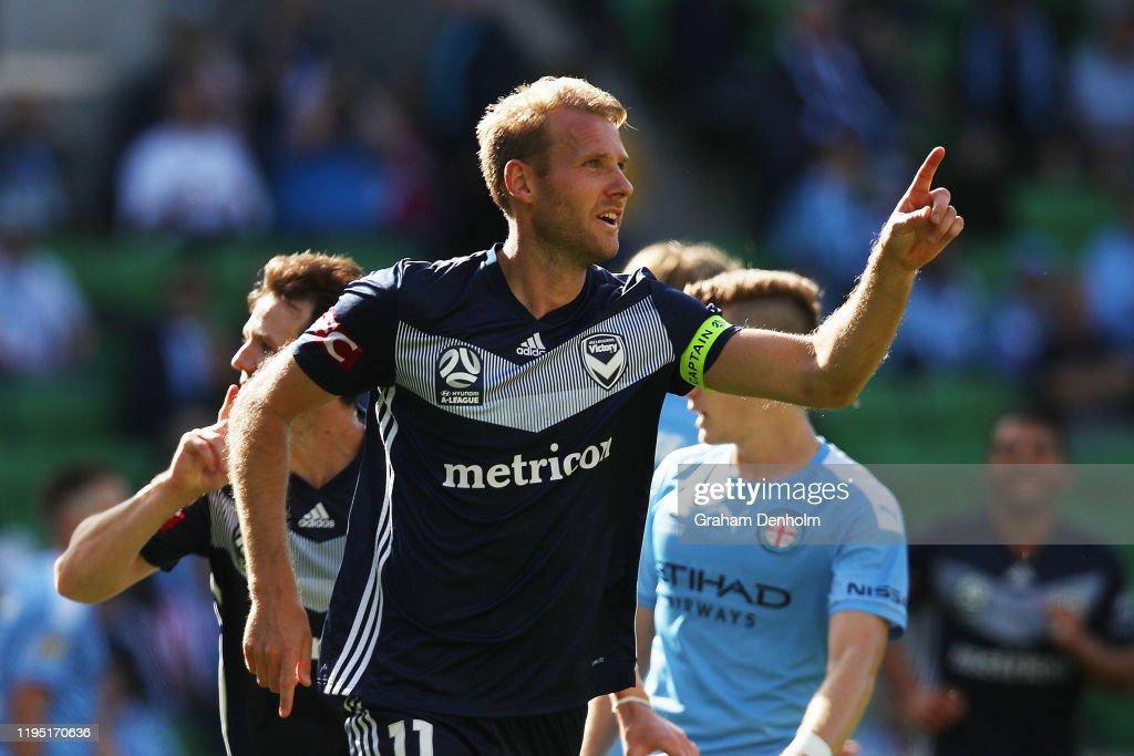 A-League Rd 11 - Melbourne City v Melbourne Victory : News Photo