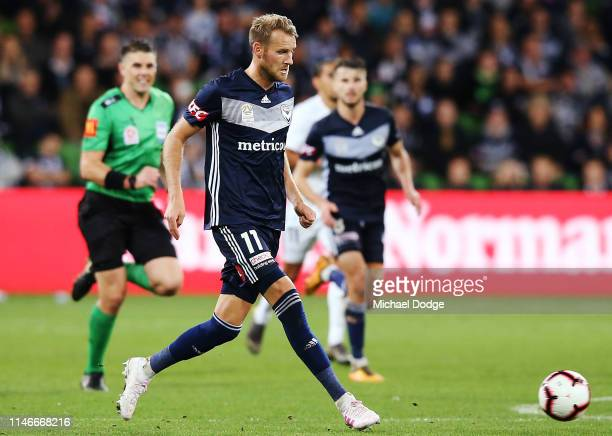 Ola Toivonen of the Victory kicks the ball during the ALeague Elimination Final match between Melbourne Victory and the Wellington Phoenix at AAMI...