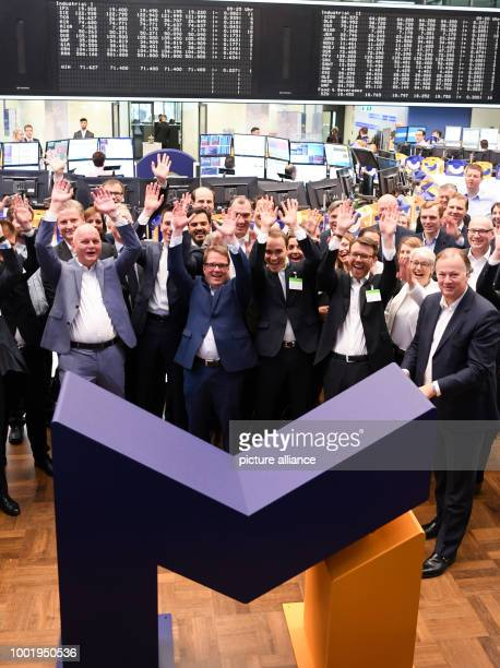 Olaf Koch CEO of der Metro Wholesale Food Specialist AG pictured with board colleagues and employees during the flotation of the new Metro on the...