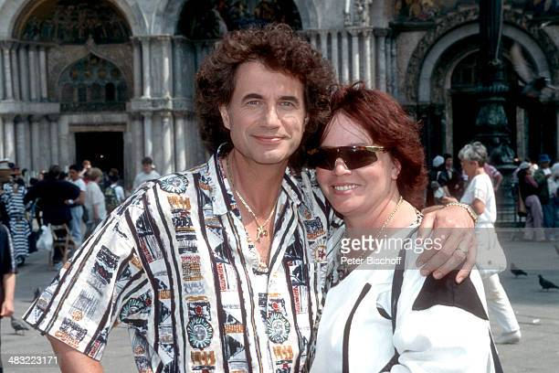 Olaf Malolepski und Ehefrau Sonja ZDFSpecial Liebe ist mein erster Gedanke am Markusplatz Venedig Italien
