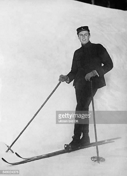 Olav V prince of Norway skiing 1928