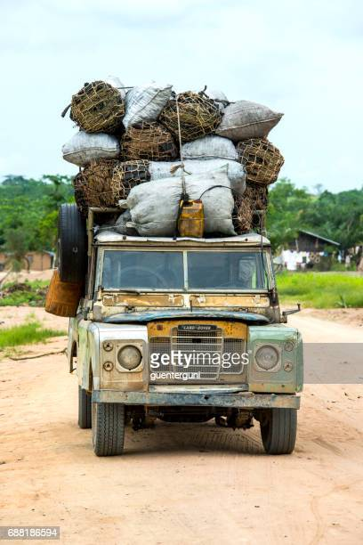 old 4wd with a heavy load of charcoal, congo - land rover stock pictures, royalty-free photos & images