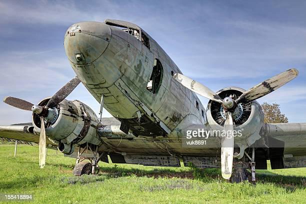 Viejo abandonado Douglas DC - 3 pasajeros