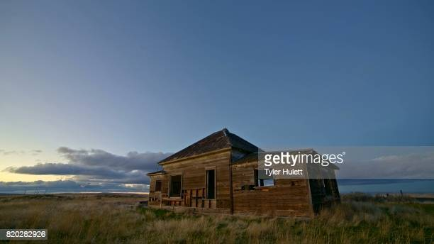 old abandoned house farmhouse pioneers great depression settlers at sunset 1 - condon stock pictures, royalty-free photos & images