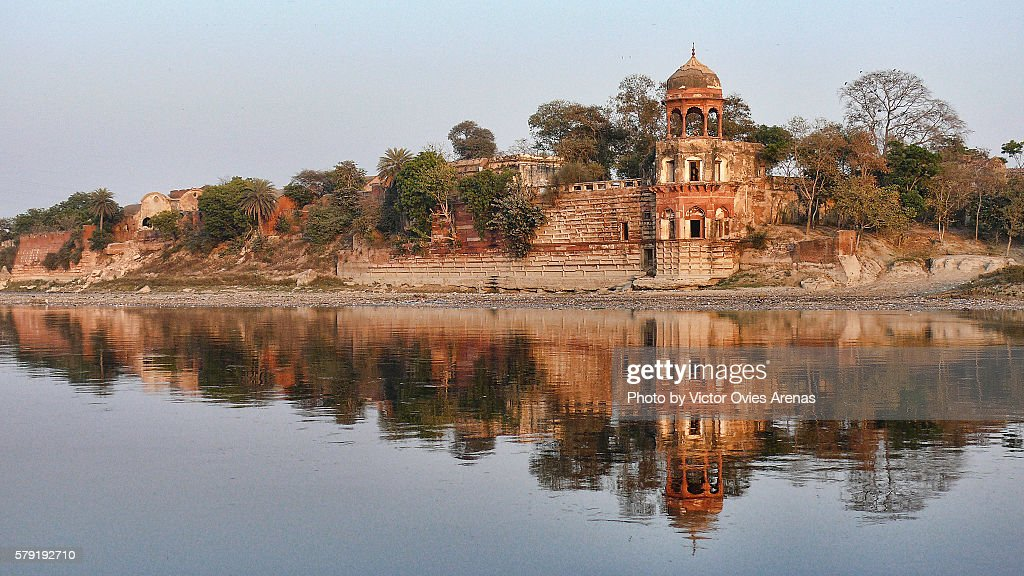 Old abandoned palace on the Yamuna's river bank in Agra, Uttar Prades in India : Foto de stock