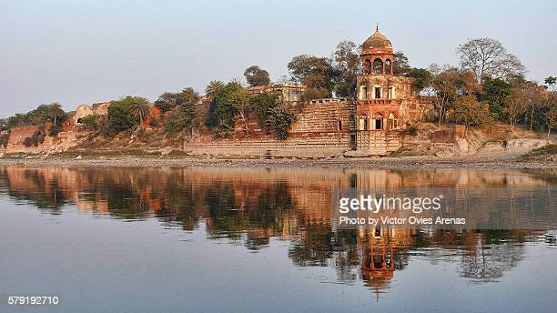 old abandoned palace on the yamuna's river bank in agra, uttar prades in india - yamuna river stock pictures, royalty-free photos & images