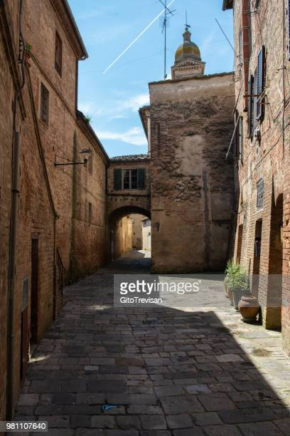 old alleys in the historic center of buonconvento (siena)6 - fortified wall stock photos and pictures