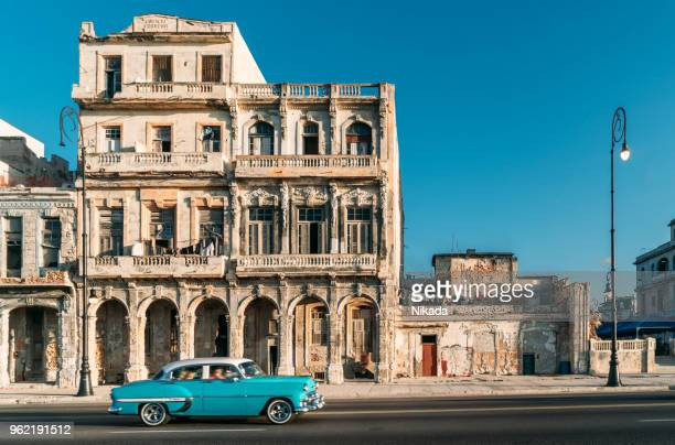 old american car speeding along the malecon in havana, cuba - cuba foto e immagini stock
